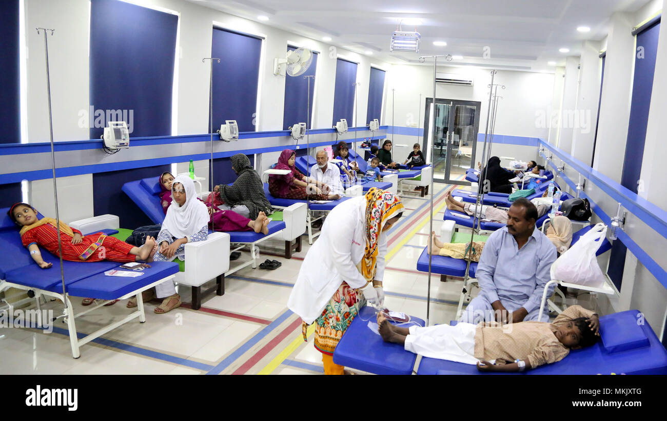 Islamabad, Pakistan. 8th May, 2018. Pakistani patients suffering from thalassemia receive medical treatment at a medical center on the World Thalassemia Day in Islamabad, Pakistan, on May 8, 2018. Thalassemia, also called Mediterranean anemia, is an inherited and non-infectious blood disorder. Credit: Ahmad Kamal/Xinhua/Alamy Live News - Stock Image