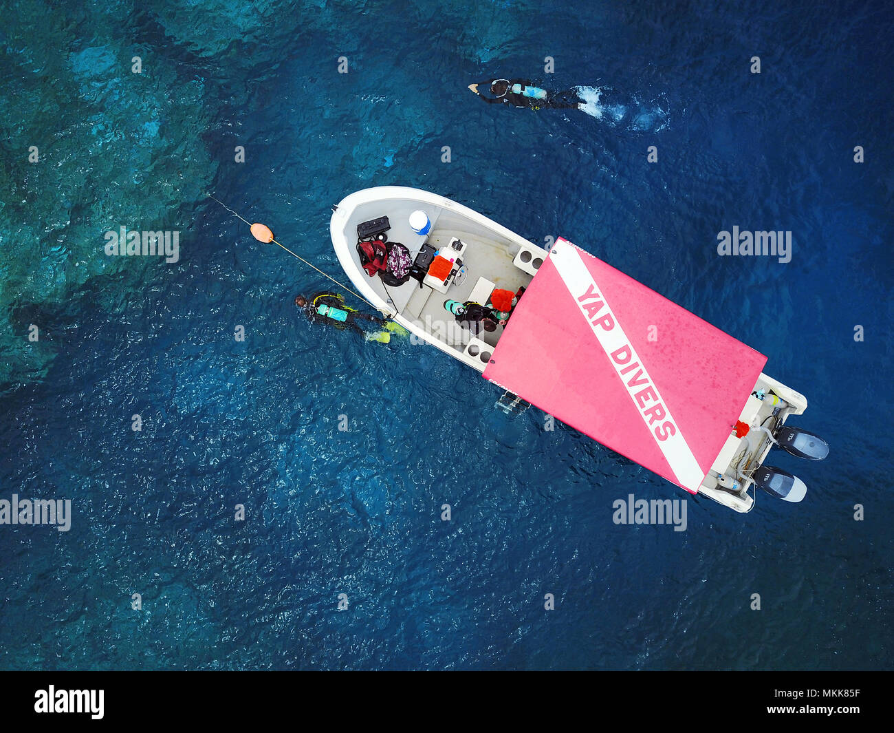 dive boat, diver, scuba diver, Yap Island, southern end, reef, lagoon, waves, corals, pacific ocean, sea view, drone photography, bird's eye view, Yap - Stock Image