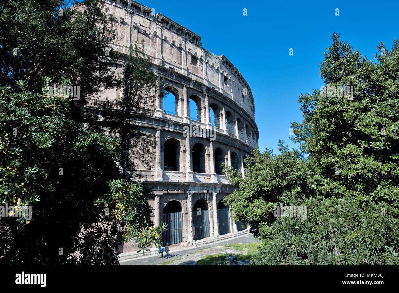 Outside view of Colosseum / Rome   Außenansicht von Kolosseum / Rom - Stock Image