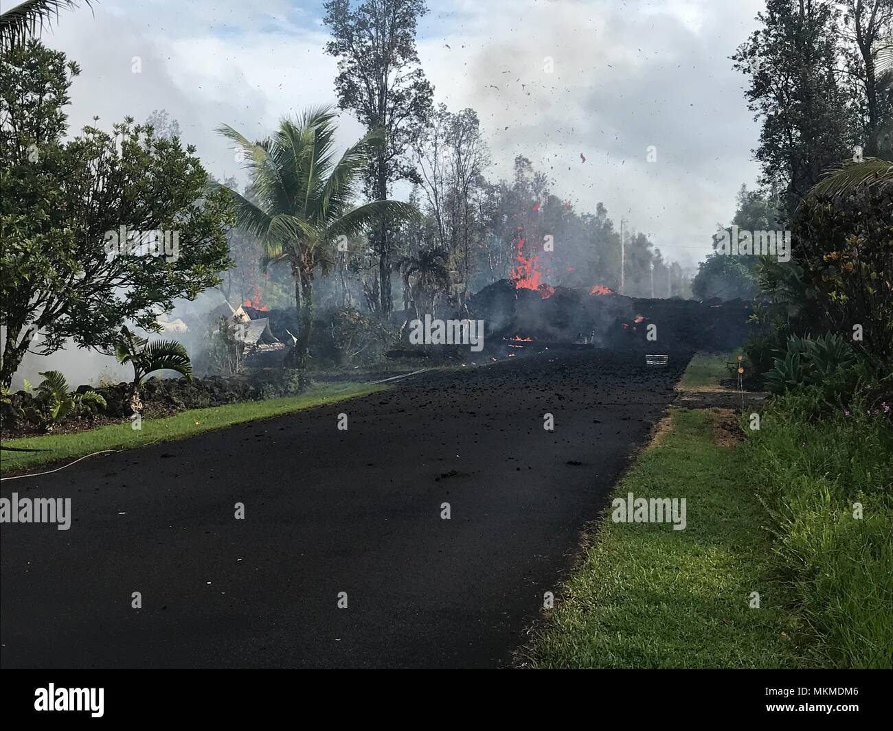 A pyroclastic lava flow from the Kilauea volcanic eruption moving along Leilani and Kaupili Streets May 4, 2018 in Leilani Estates, Hawaii. The recent eruption continues destroying homes, forcing evacuations and spewing lava and poison gas on the Big Island of Hawaii. - Stock Image