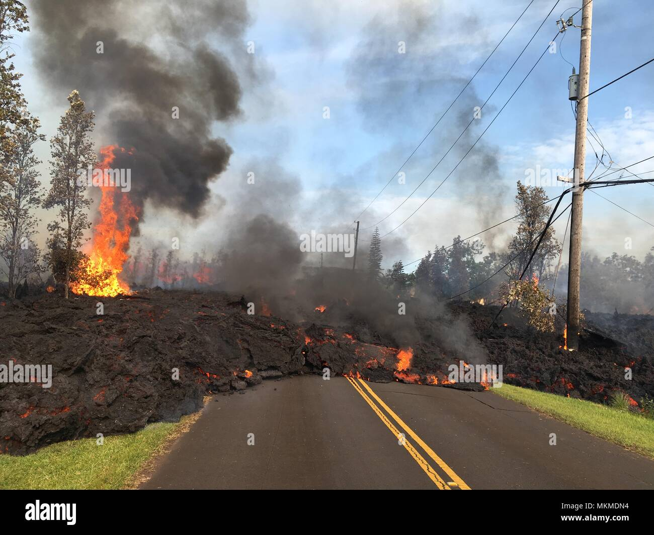 A pyroclastic lava flow from the Kilauea volcanic eruption moving along Hookapu Street May 5, 2018 in Leilani Estates, Hawaii. The recent eruption continues destroying homes, forcing evacuations and spewing lava and poison gas on the Big Island of Hawaii. - Stock Image