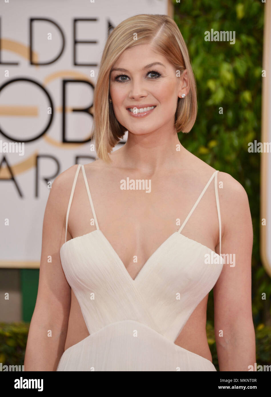 Rosamund Pike 555 at the  72th Golden Globes Awards 2015 at the Beverly Hilton in Los Angeles. January 11, 2015Rosamund Pike 555  Event in Hollywood Life - California,  Red Carpet Event, Vertical, USA, Film Industry, Celebrities,  Photography, Bestof, Arts Culture and Entertainment, Topix Celebrities fashion / one person, Vertical, Best of, Hollywood Life, Event in Hollywood Life - California,  Red Carpet and backstage, USA, Film Industry, Celebrities,  movie celebrities, TV celebrities, Music celebrities, Photography, Bestof, Arts Culture and Entertainment,  Topix, headshot, vertical, from th - Stock Image