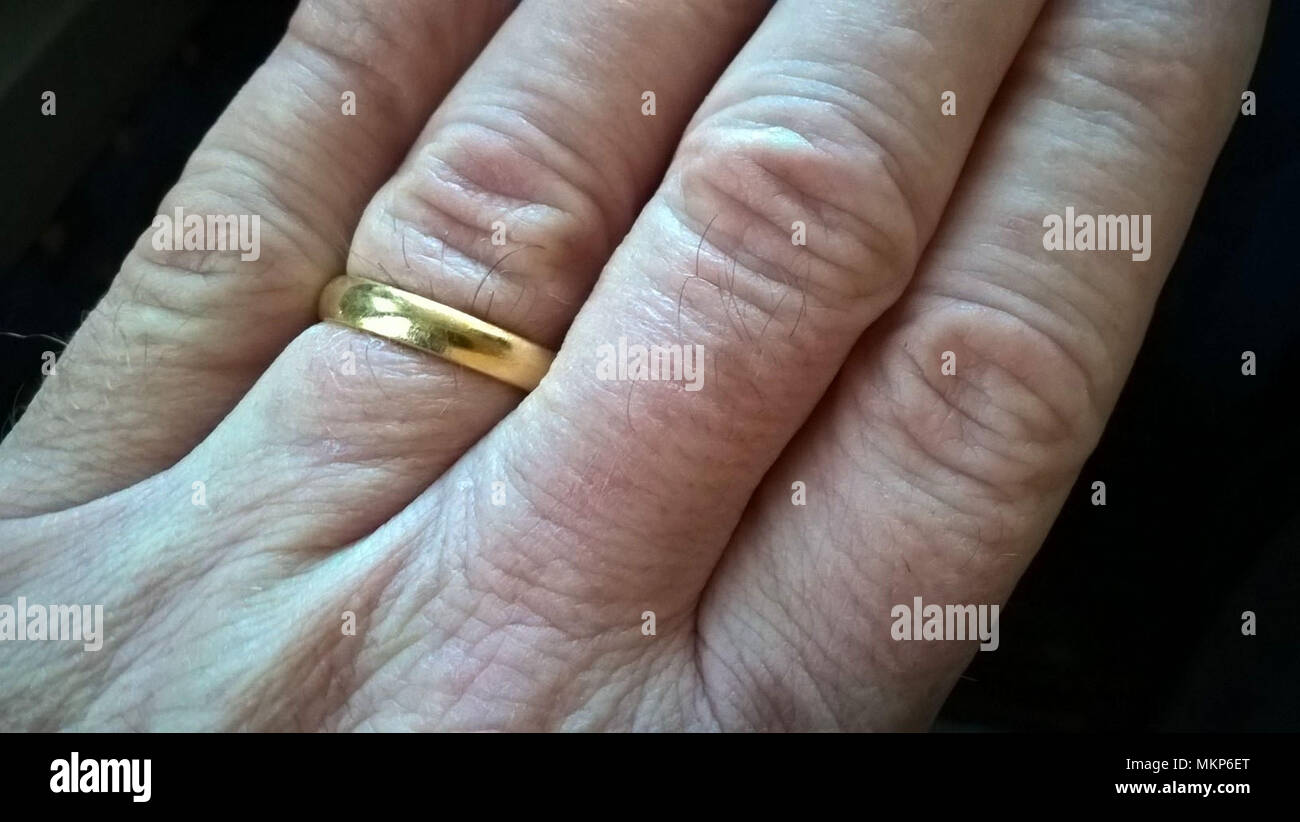 Male hand with wedding ring - Stock Image