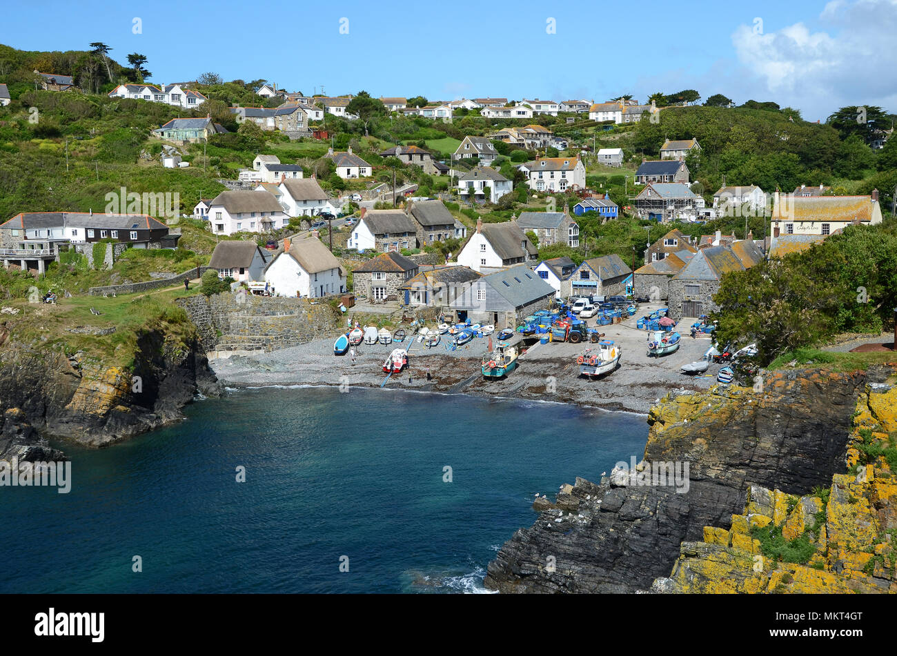 the cornish fishing village of cadgwith on the lizard peninsular in cornwall, england, britain, uk. - Stock Image