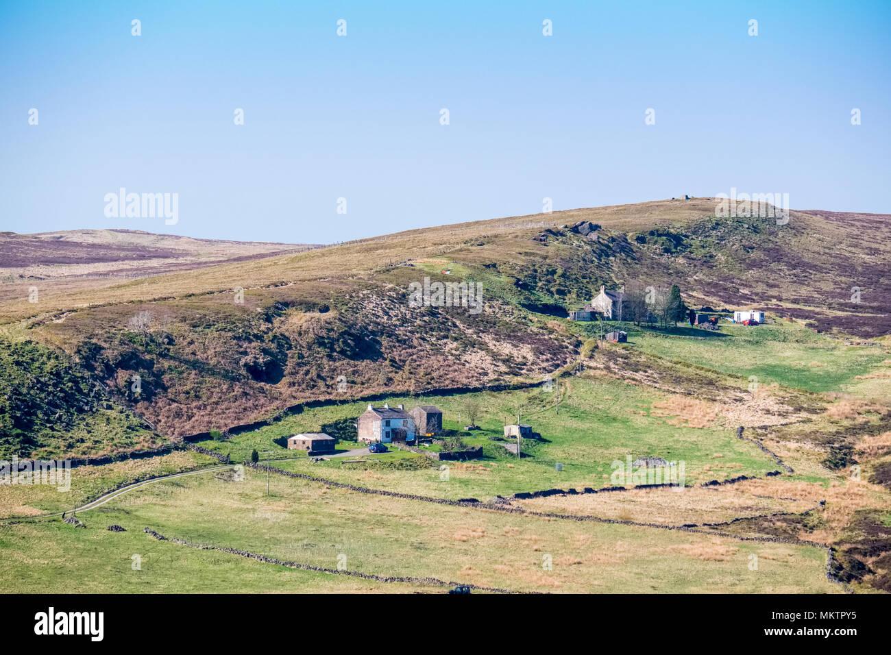 Farmhouses on Drystone Edge near Flash in the Peak District - Stock Image