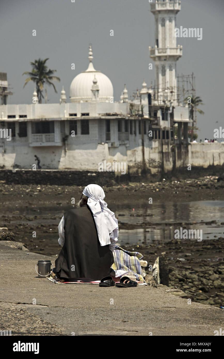beggar at the Haji Ali Dargah Sufi Mosque in Mumbai India - Stock Image