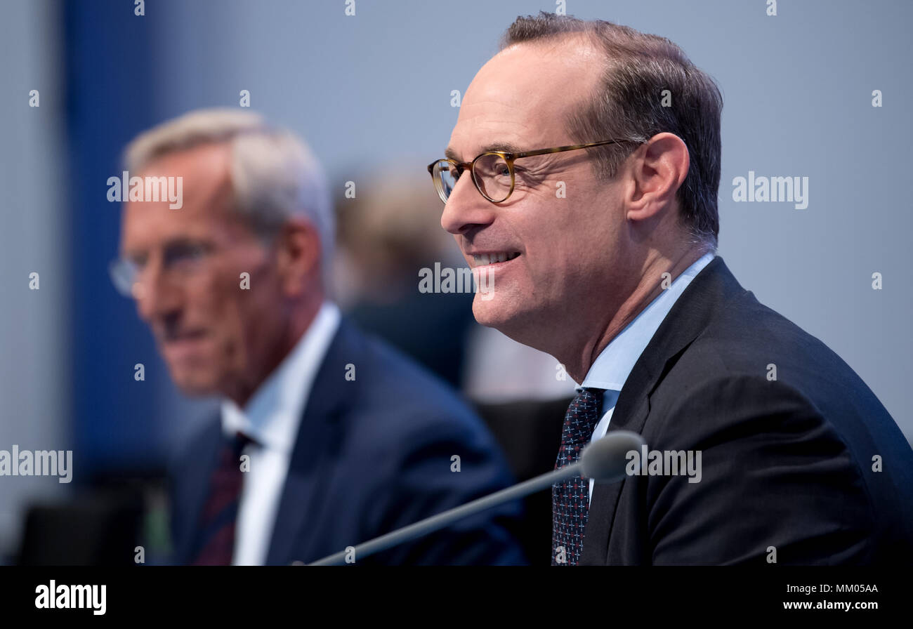 09 May 2018, Germany, Munich: CEO of the insurance company Allianz SE, Oliver Baete (R), and chairman of the board Michael Diekmann sitting onstage before the begin of the annual general meeting of the insurance company Allianz. Photo: Sven Hoppe/dpa Stock Photo
