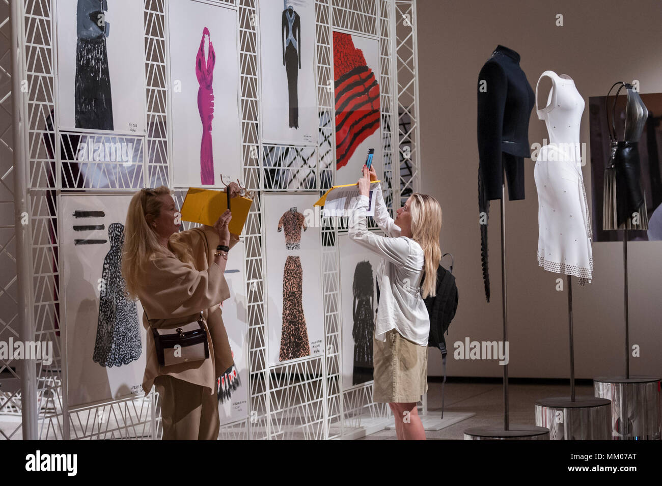 Fashion designers and couturiers: a selection of news