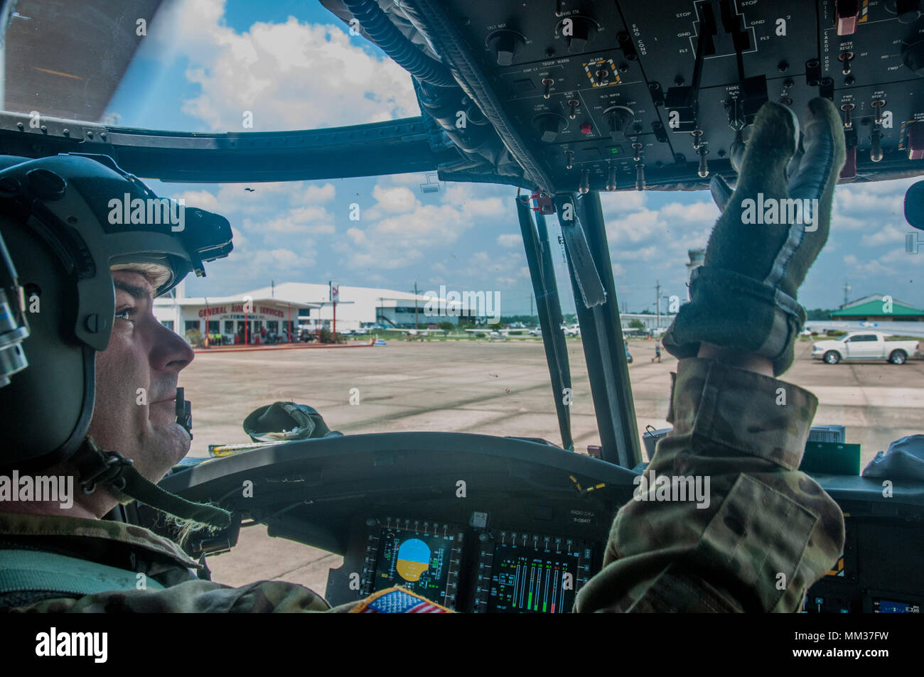 Army Reserve aviation Chief Warrant Officer 3 Jeremy Collins, Bravo Company 7th General Support Aviation Battalion, 158th Aviation Regiment, of Olathe, Ks, starts a CH-47 Chinook helicopter loaded with 15,000 pounds of water for Orange County, Conroe, Texas residents cut off by floods after Hurricane Harvey.  (U.S. Army Reserve photo by Capt. Loyal Auterson) - Stock Image