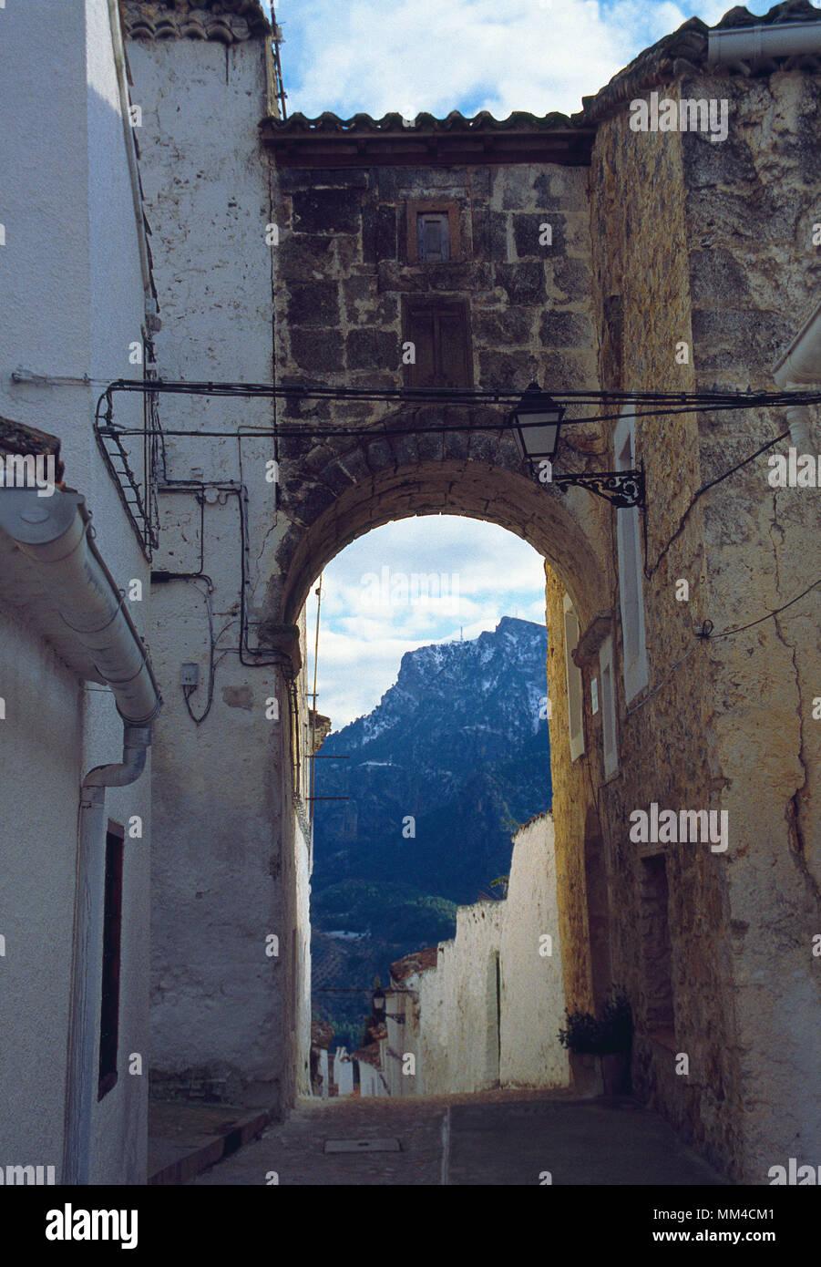 Arch and street. Segura de la Sierra, Jaen province, Andalucia, Spain. - Stock Image