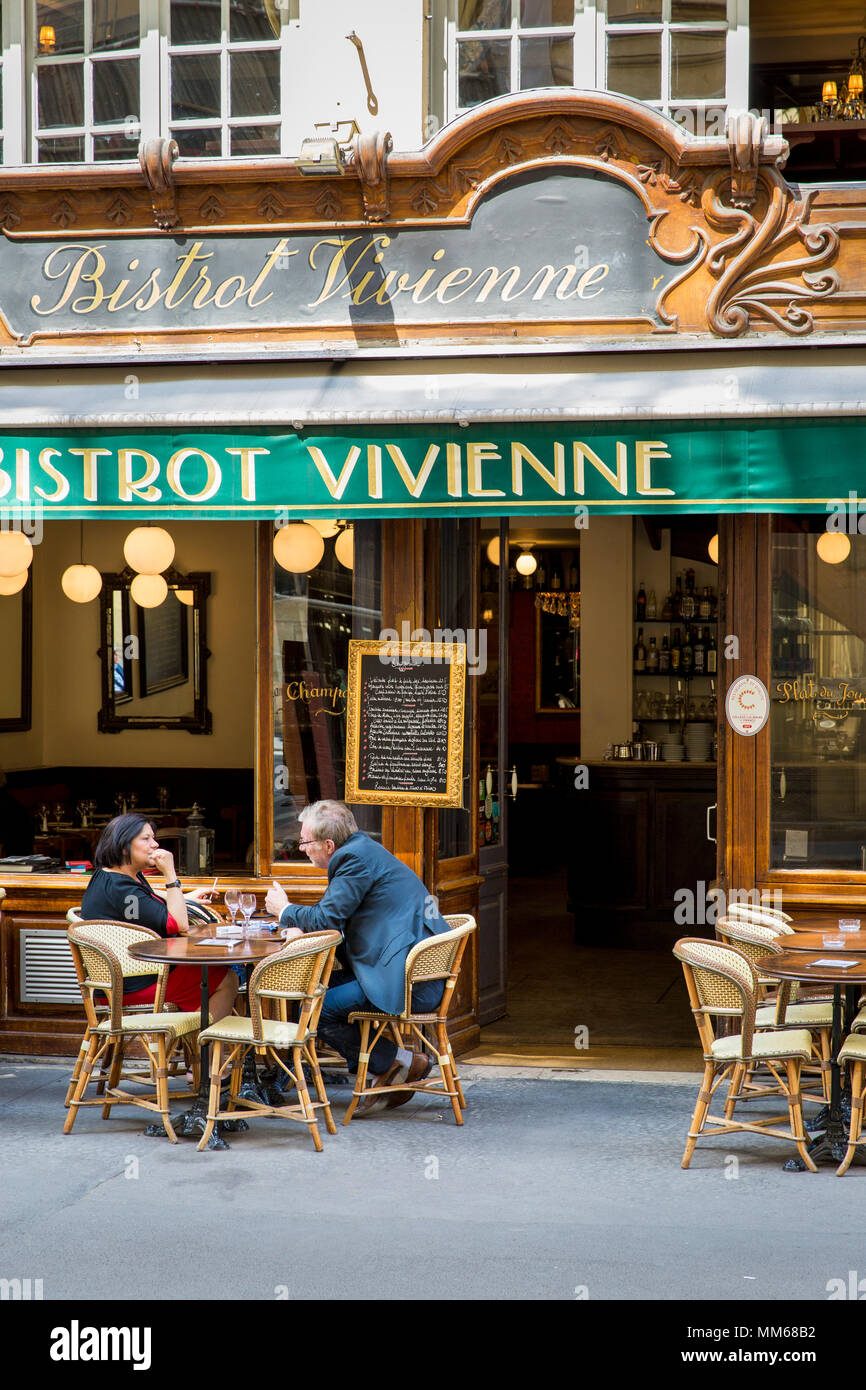 Mid-day break for a glass of wine at Bistrot Vivienne in the 2nd Arrondissement, Paris, France - Stock Image