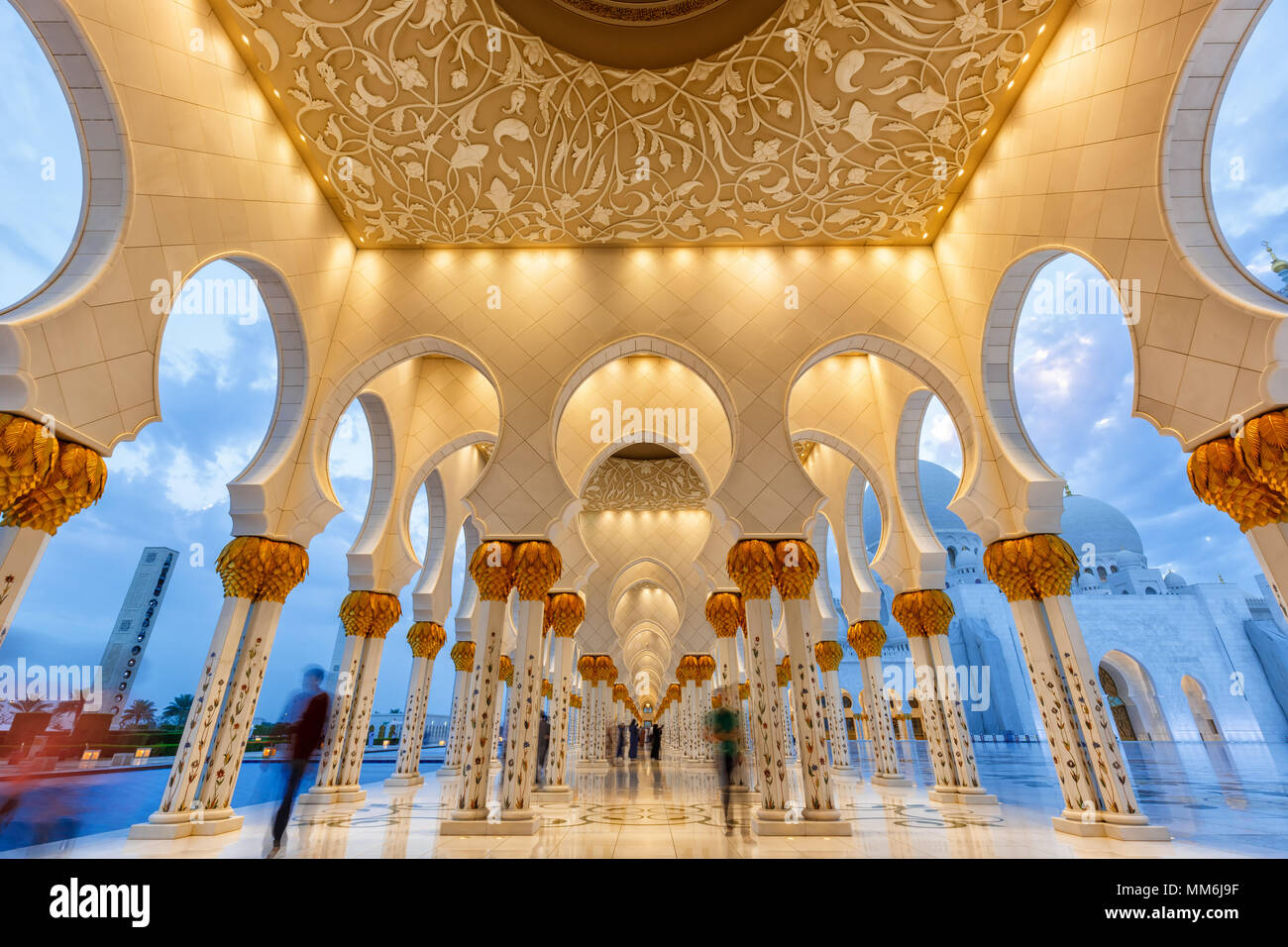 Abu Dhabi Sheikh Zayed Grand Mosque twilight columns United Arab Emirates UAE - Stock Image
