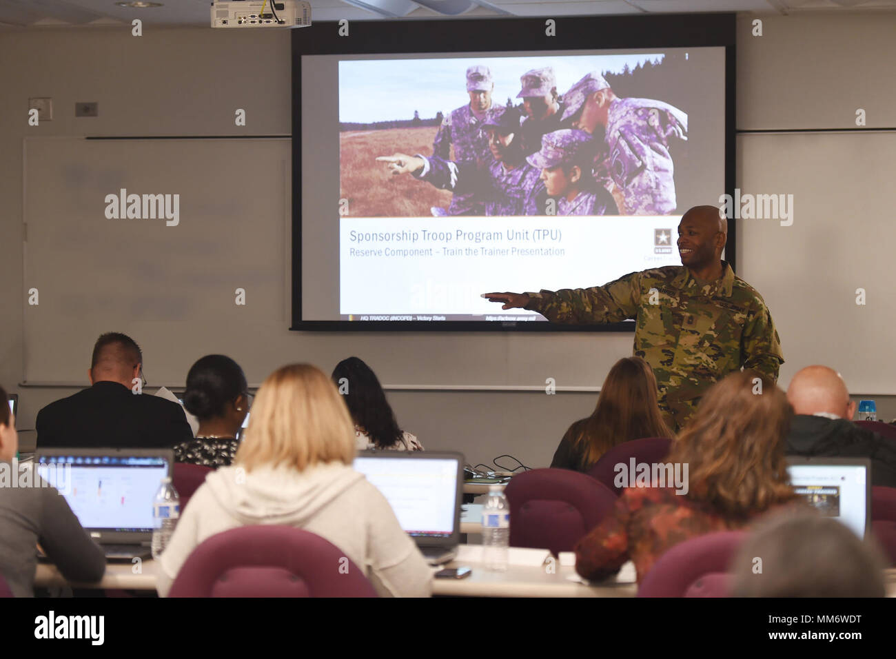 Master Sgt. Laroy Warren, G1/Personnel section noncommissioned officer in charge, briefs the 85th Support Command's staff administrative specialists on the Troop Program Unit Soldier sponsorship program during the command's Human Resources workshop at their headquarters near Chicago, September 13, 2017. The purpose of the workshop, held from September 11–15, was to sync policies, procedures, business practices, structure, and information to the command's SAS', located across the continental United States. The 85th SPT CMD, with more than 4,000 Soldiers assigned, supports more than 55 Army Rese - Stock Image