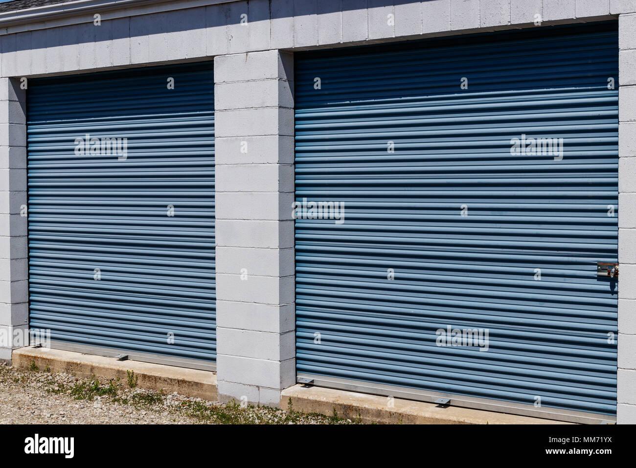 Mini warehouse stock photos mini warehouse stock images for Garage mini rouen