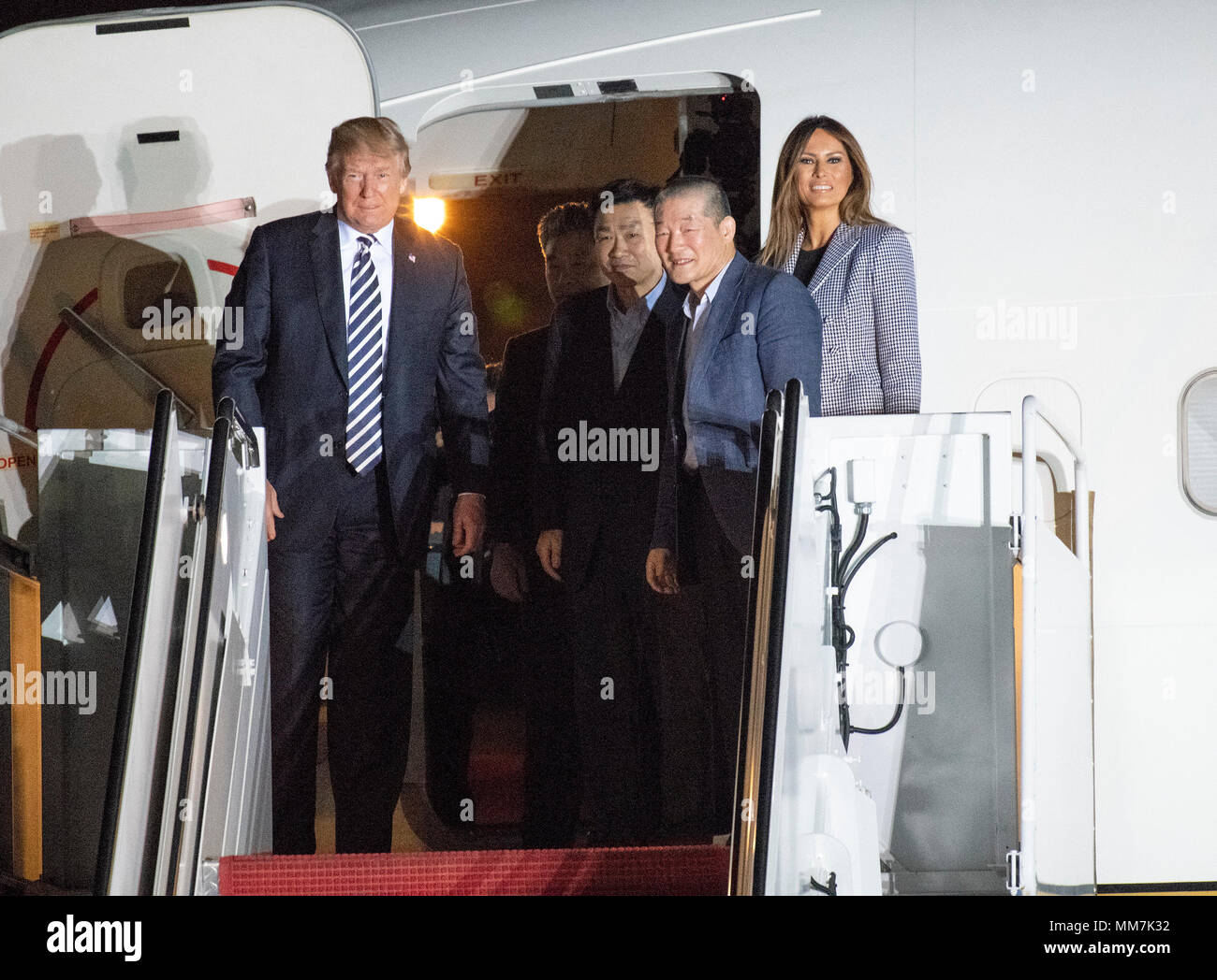 Joint Base Andrews, Maryland, USA. 10th May, 2018. United States President Donald J. Trump welcomes Kim Dong Chul, Kim Hak Song and Tony Kim back to the US at Joint Base Andrews in Maryland on Thursday, May 10, 2018. The three men were imprisoned in North Korea for periods ranging from one and two years. Credit: dpa picture alliance/Alamy Live News Stock Photo