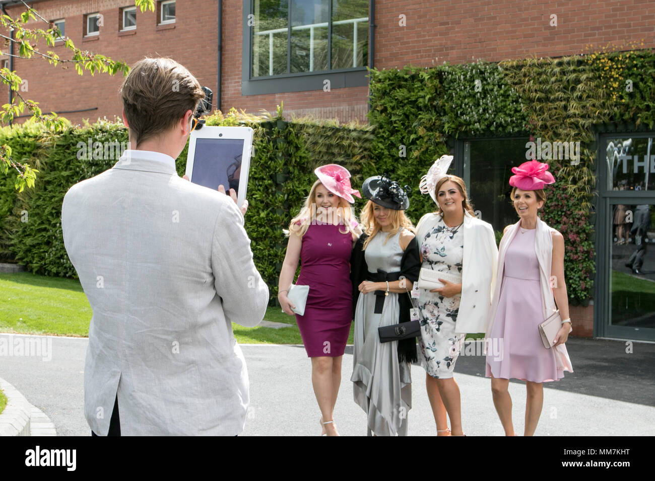 Boodles May Festival, Ladies Day Chester Races. Chester, UK. 10th May 2018.  Ladies Day gets under way in fine style on the second day of the Boodles May Festival at the Chester racecourse.  High spirits and fine fashions were the order of the day as racegoers flocked in to this fabulous event on the horse racing calendar in the beautiful city of Chester.  Credit: Cernan Elias/Alamy Live News - Stock Image