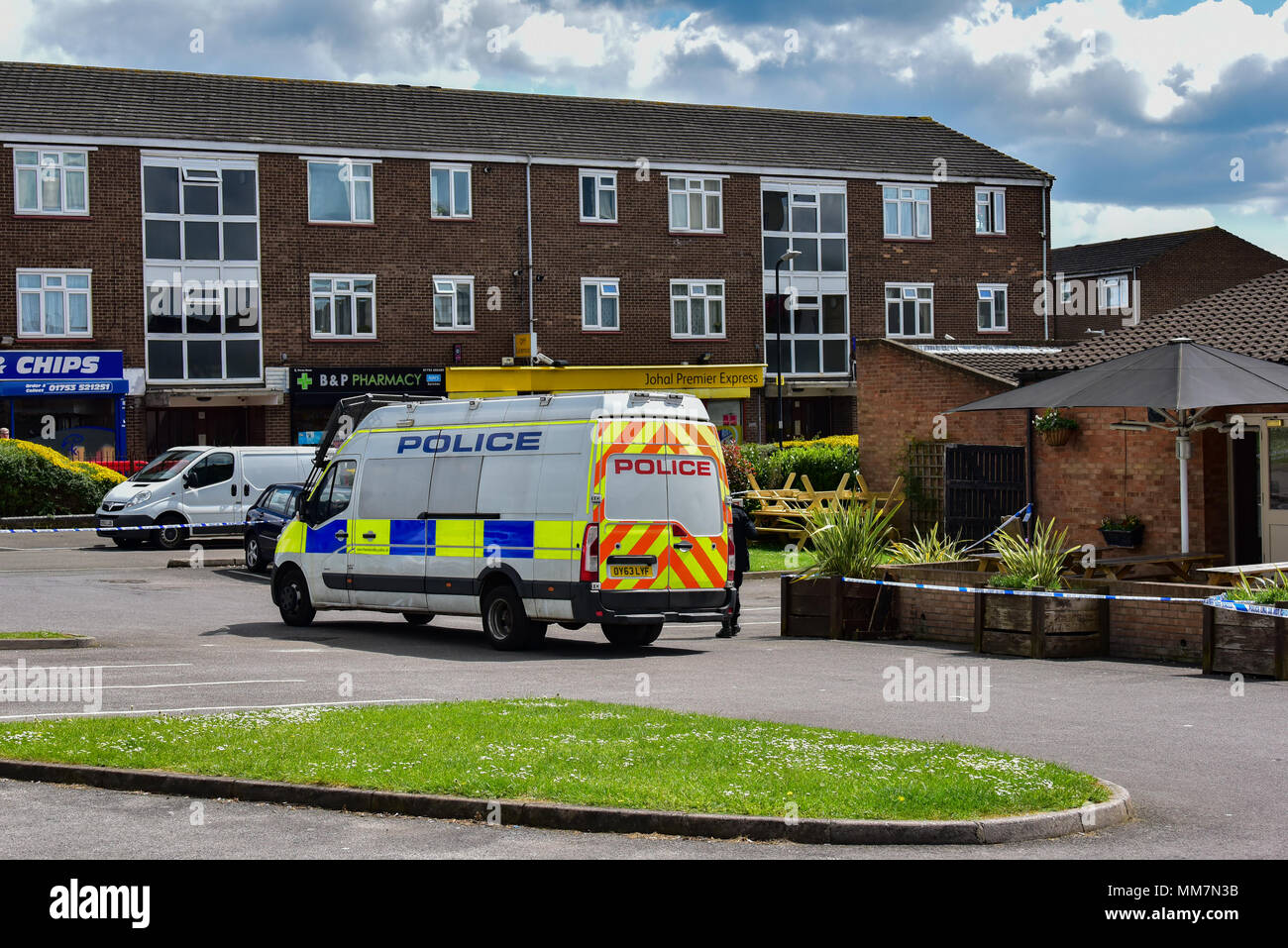 Slough, United Kingdom. 10th May 2018. A murder investigation has been launched after a man died following an incident in Slough. Police were called to The Earl of Cornwall Pub in Cippenham Lane at around 23:30 on 9th May 2018 to reports of a fight in progress. A 43-year-old man from Slough was taken to hospital with life-threatening injuries where he later died. Credit: Peter Manning/Alamy Live NewsStock Photo