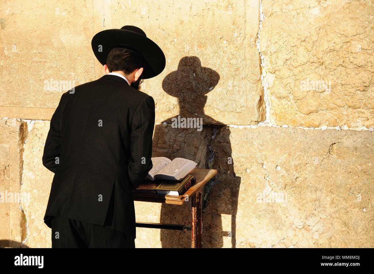 Religious orthodox jew praying at the Western wall in Old Jerusalem city. - Stock Image