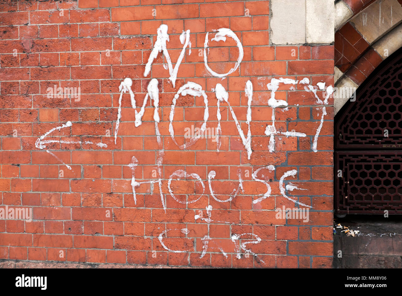 Homelessness graffiti by poor person on wall of St Pancras Station 'No Money, House & Car' in Euston Road, Kings Cross London UK   KATHY DEWITT - Stock Image