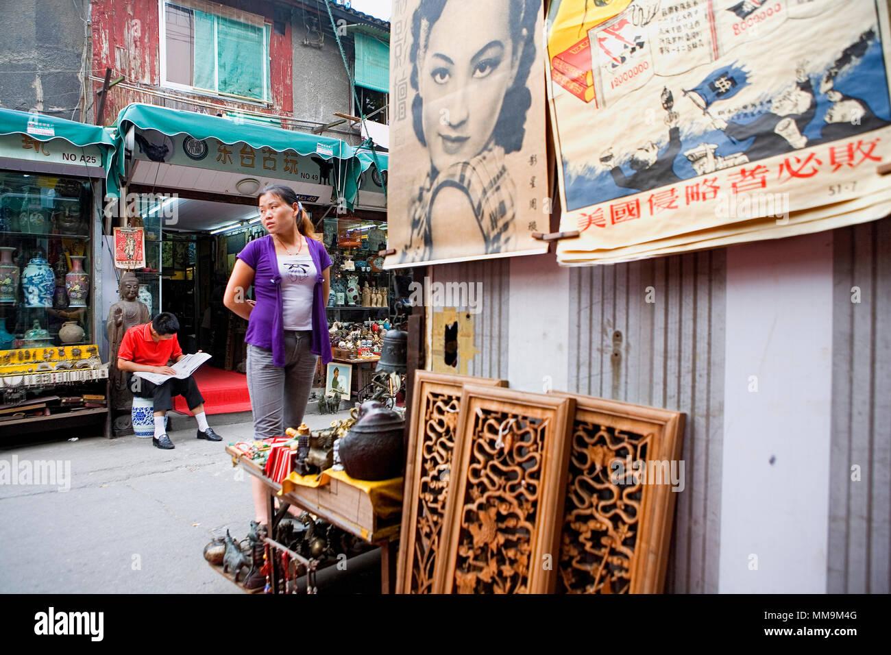 China.Shanghai: Dongtai Lu. Antique Market. Old city - Stock Image