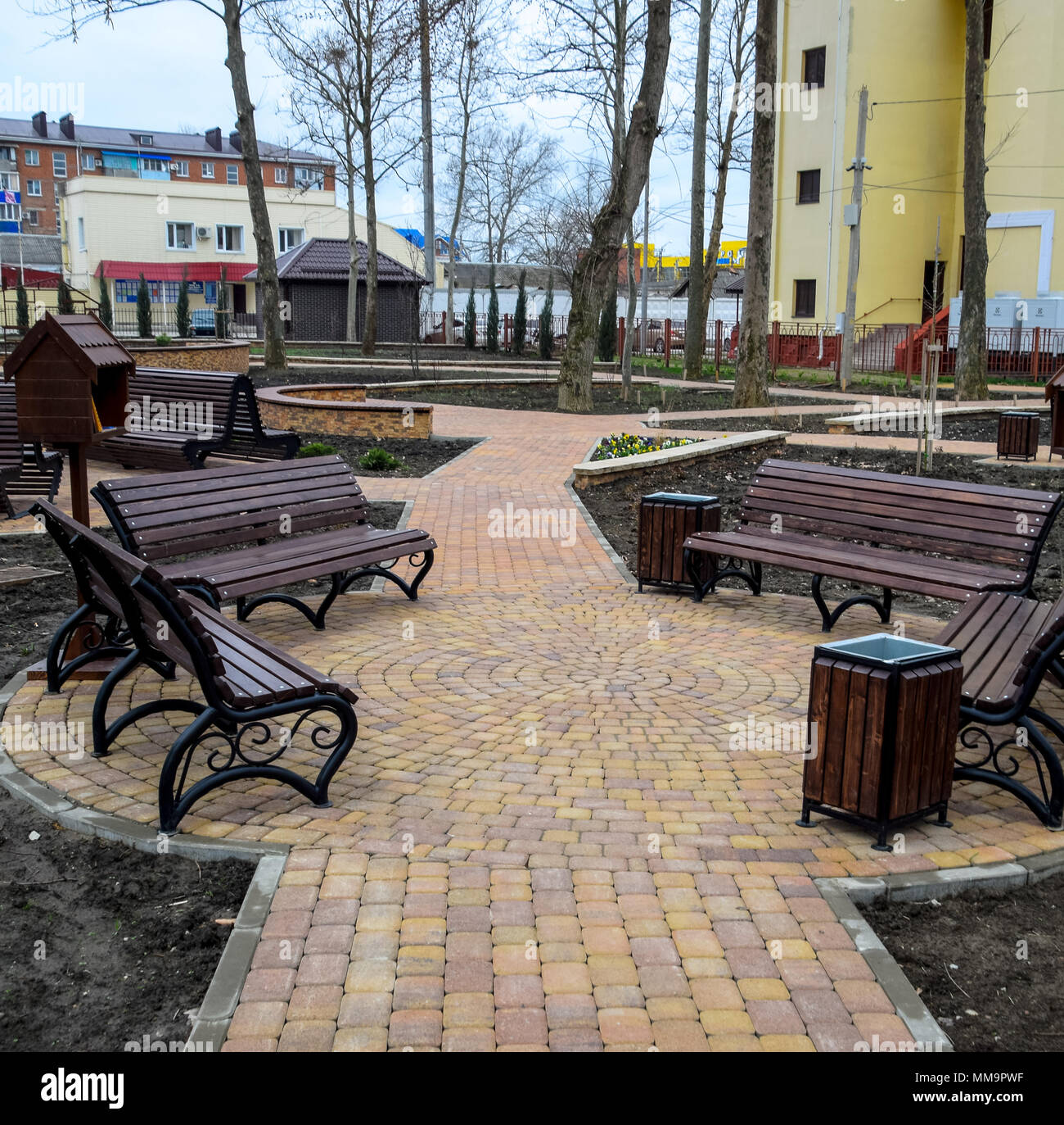 Groovy Benches In The Park Sidewalk Tile In The Park Uwap Interior Chair Design Uwaporg