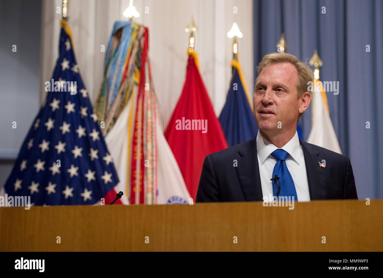 Deputy Secretary of Defense Pat Shanahan speaks with students at The Judge Advocate General's Legal Center and School Sept. 25, 2017, at the University of Virginia in Charlottesville, Va. The school provides legal education, strategic planning, and collection and integration of lessons learned to the DOD legal community. (DOD photo by Air Force Tech. Sgt. Brigitte N. Brantley) - Stock Image