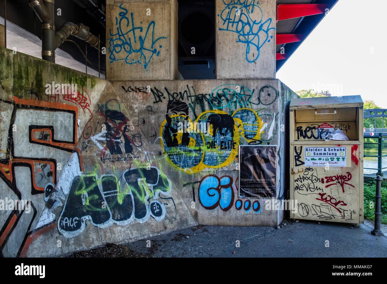 Berlin Mitte. Street art and graffiti under S-bahn railway bridge across Spree River. - Stock Image