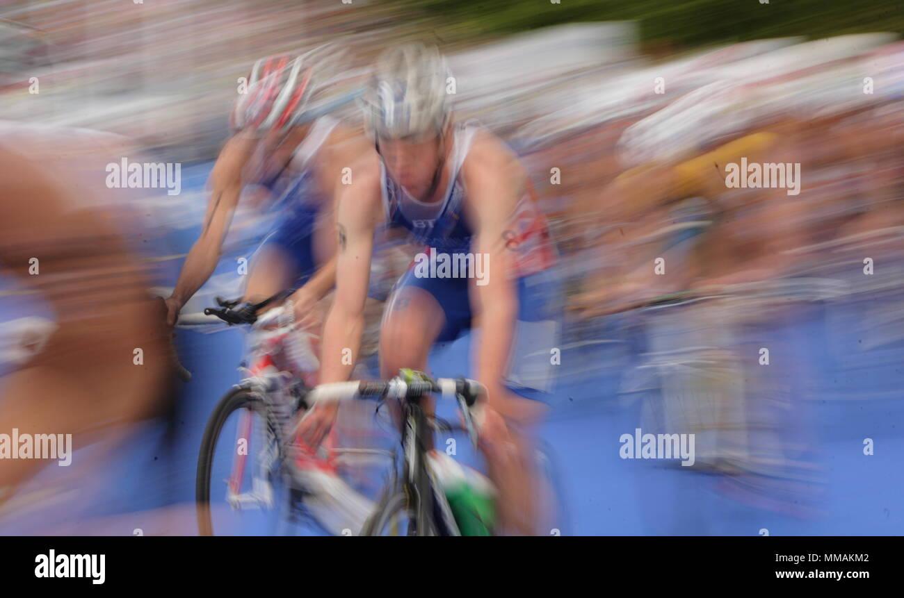 UK - Triathlon - Cycle Stage - Jonathan Brownlee, Elite Men ITU World Championship Dextro Energy Triathlon London, 7 August 2011 - Stock Image