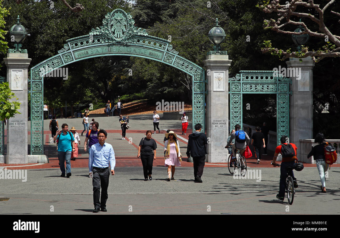 Students walk past historic Sather Gate on the University of California campus at Berkeley, California. - Stock Image