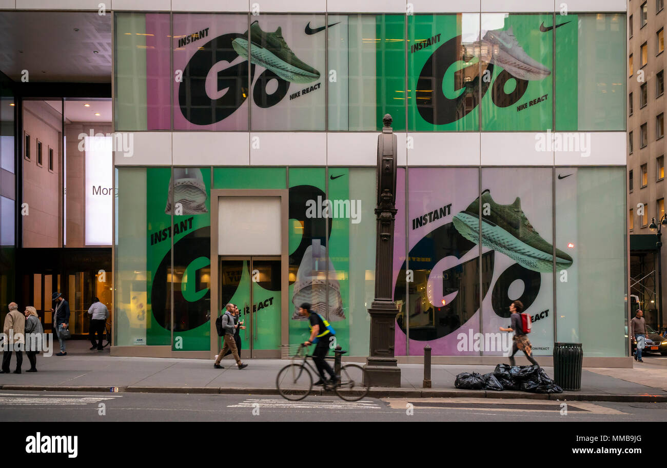 Vacant property, with an advertisement for Nike, on Fifth Avenue in Midtown Manhattan in New York n Tuesday, May 8, 2018. New York is considering a A vacancy fee or a vacancy tax on landlords who keep storefronts empty for too long, waiting for the market rent to rise. ( © Richard B. Levine) - Stock Image