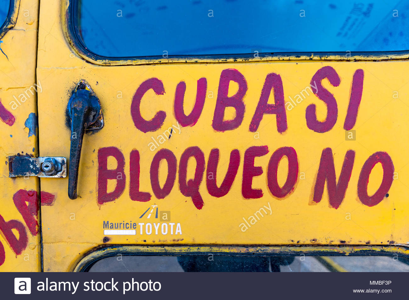 Pastors for Peace truck detail: The vehicle is full of letters promoting the friendship between Cuba and the United States. 'Cuba Si, Bloqueo No' - Stock Image