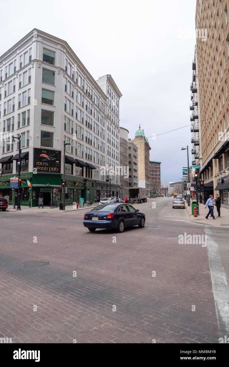 Milwaukee pub Mos irish downtown