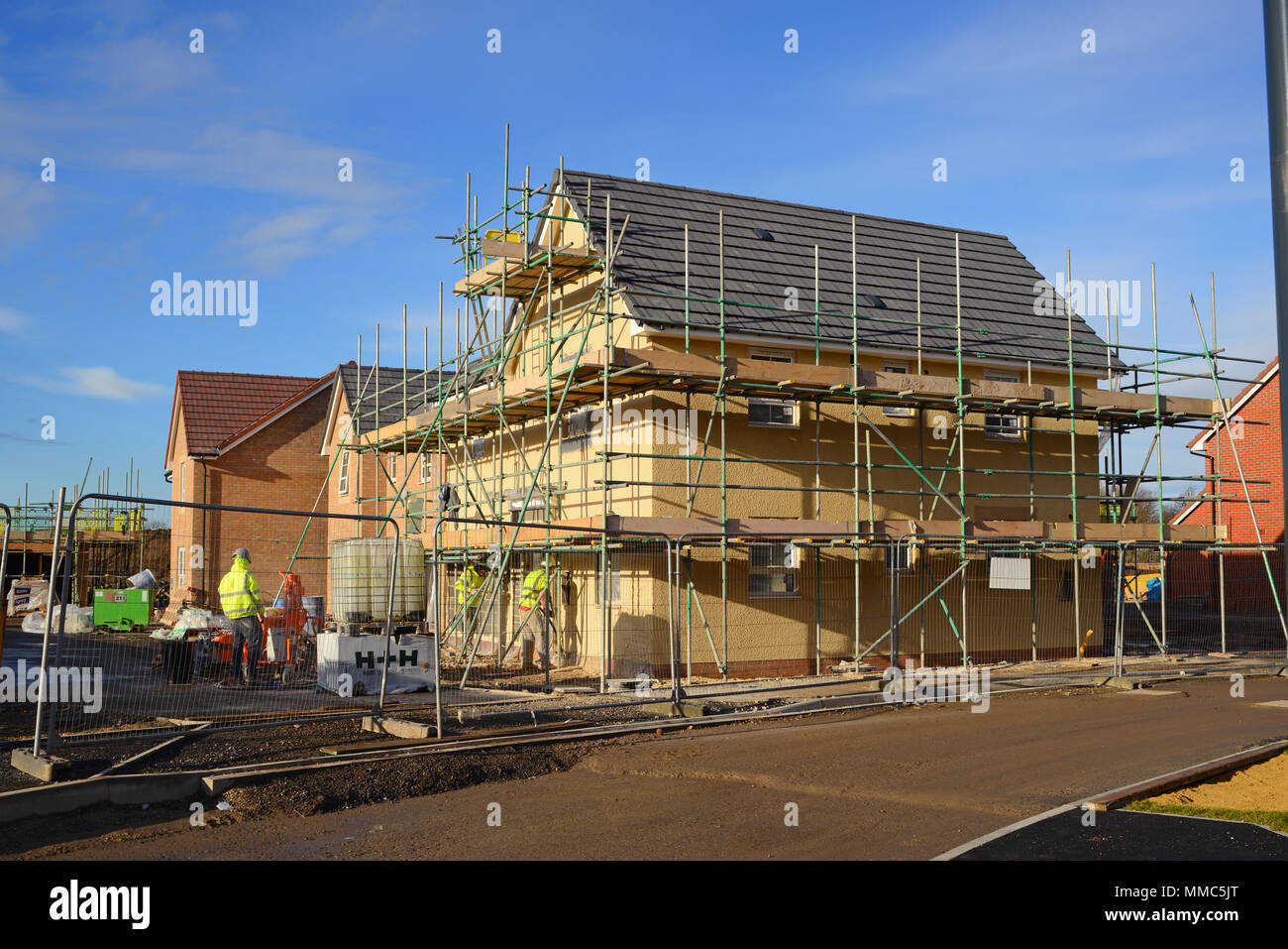 construction workers rendering wall of new house selby yorkshire united kingdom - Stock Image