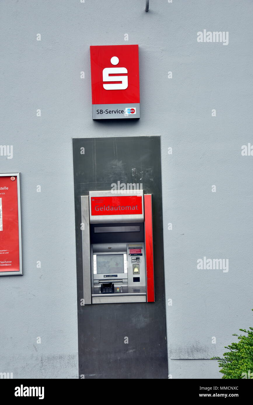 10 May 2018, Germany, Cologne: An ATM of the bank Sparkasse is ready ...