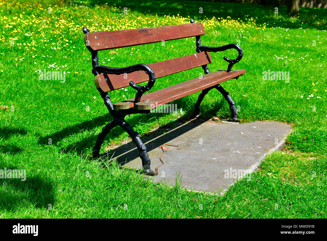 Park Bench Wood And Metal Seating Stock Photo 184689999 Alamy