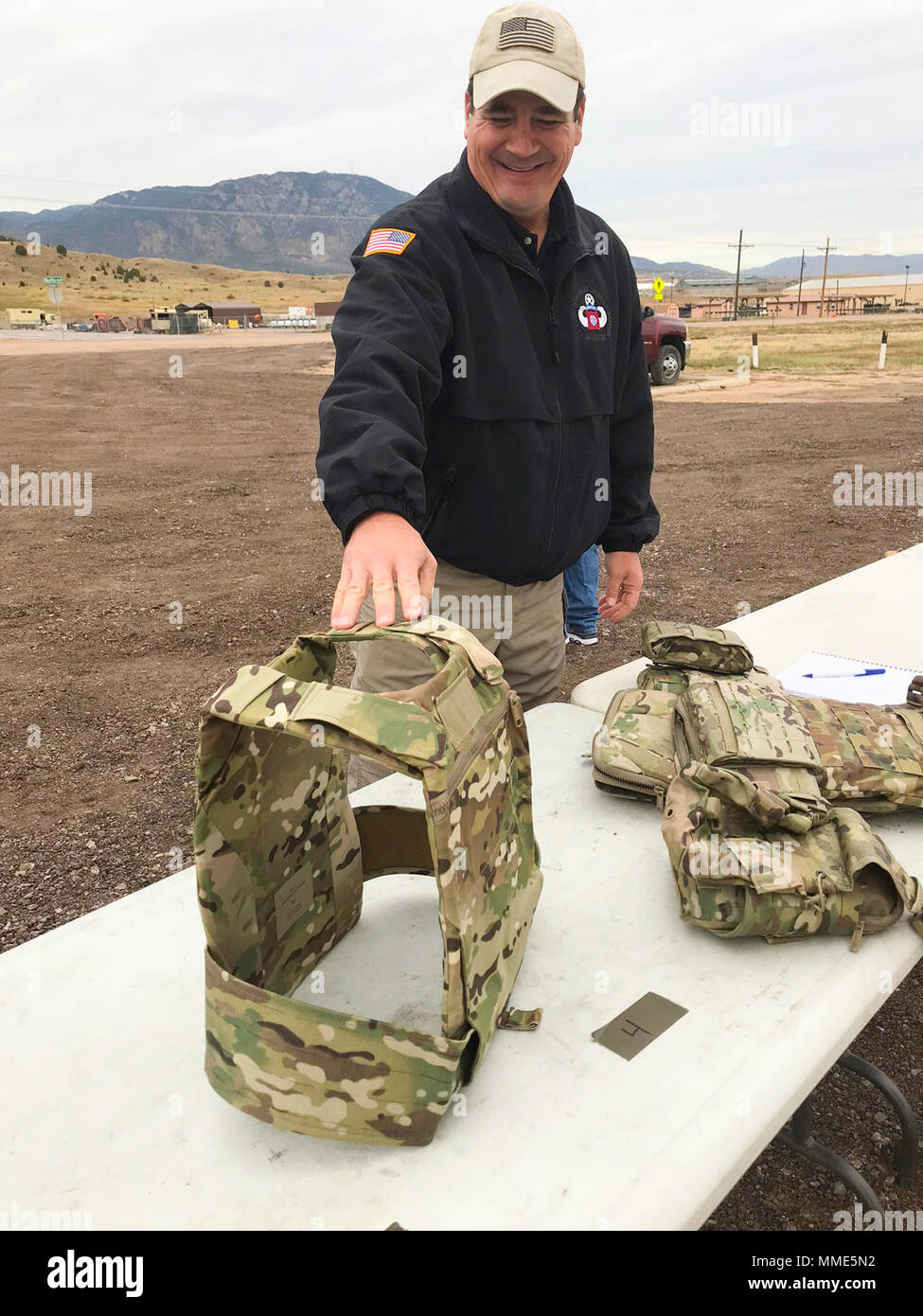 Michael Spencer, a new equipment trainer from Project Manager Soldier Protection Individual Equipment at Fort Bragg, N.C., demonstrates how the Modular Scalable Vest (MSV) can be separated into different configurations, during the final round of field-testing of the vest at Fort Carson, Colo., Oct. 18, 2017. Once this evaluation is complete, the vest will go into production and is expected to reach Soldiers in the field by summer of next year. (U.S. Army photo by Staff Sgt. Lance Pounds, 71st Ordnance Group (EOD), Public Affairs) - Stock Image