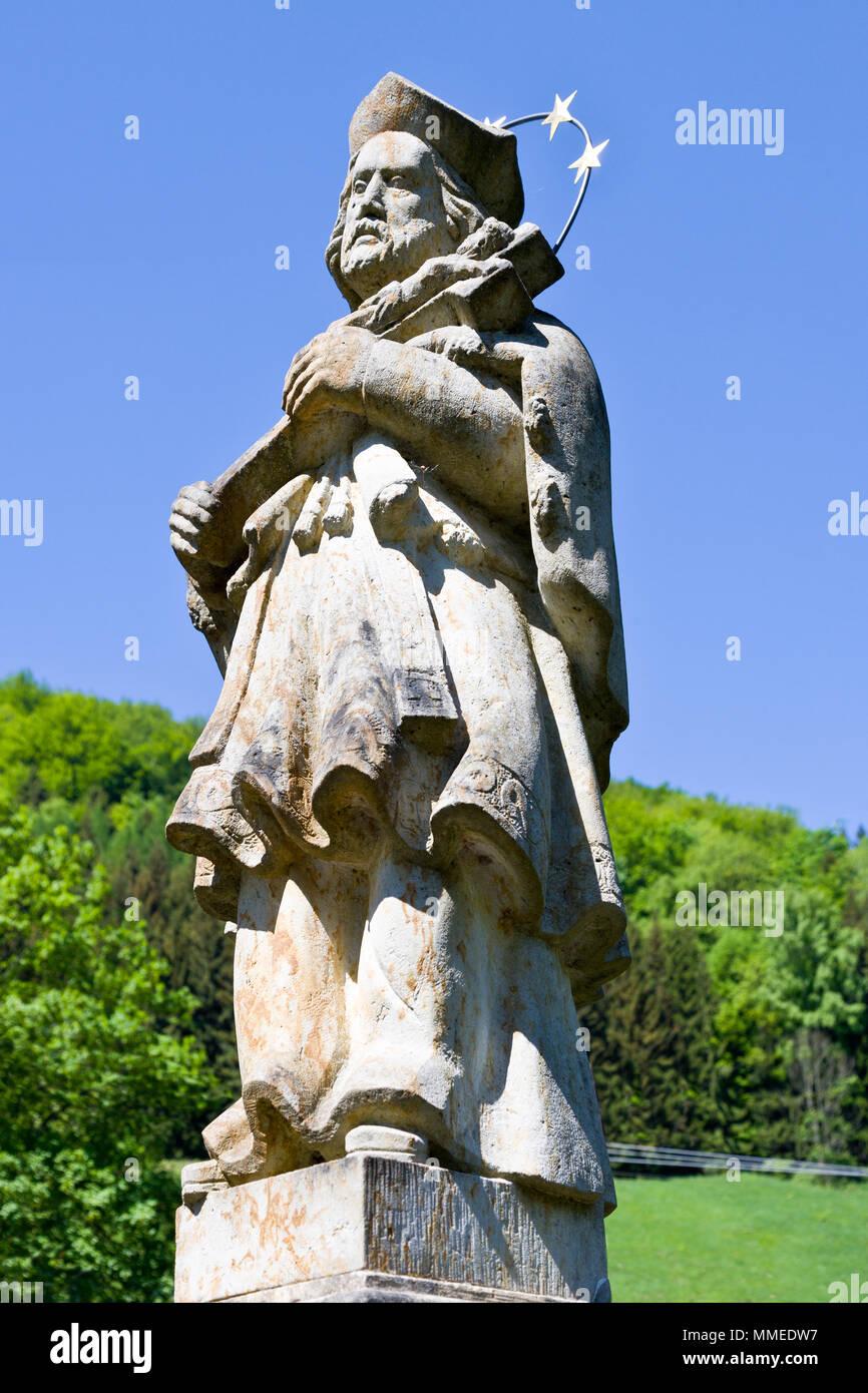 Socha sv. Kryštofa, Vesnická památková zóna Kryštofovo údolí pod Ještědem, Liberec, Česká republika / saint Christopher statue, Krystof valley near Je - Stock Image