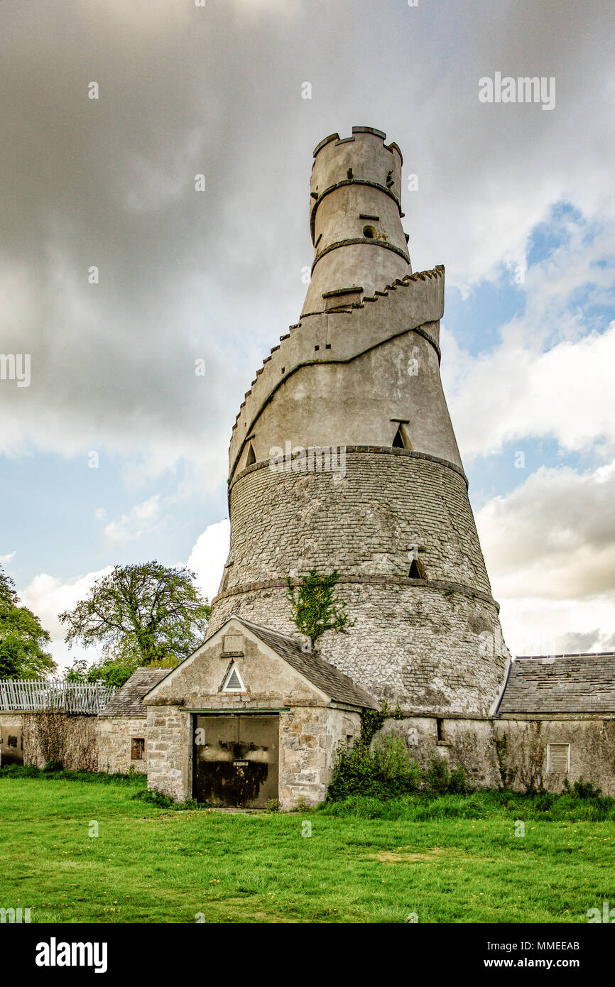 Wonderful Barn is corkscrew shaped tower based on the design of an Indian rice store build on the edge of Castletown House Estate, Leixlip, Ireland - Stock Image