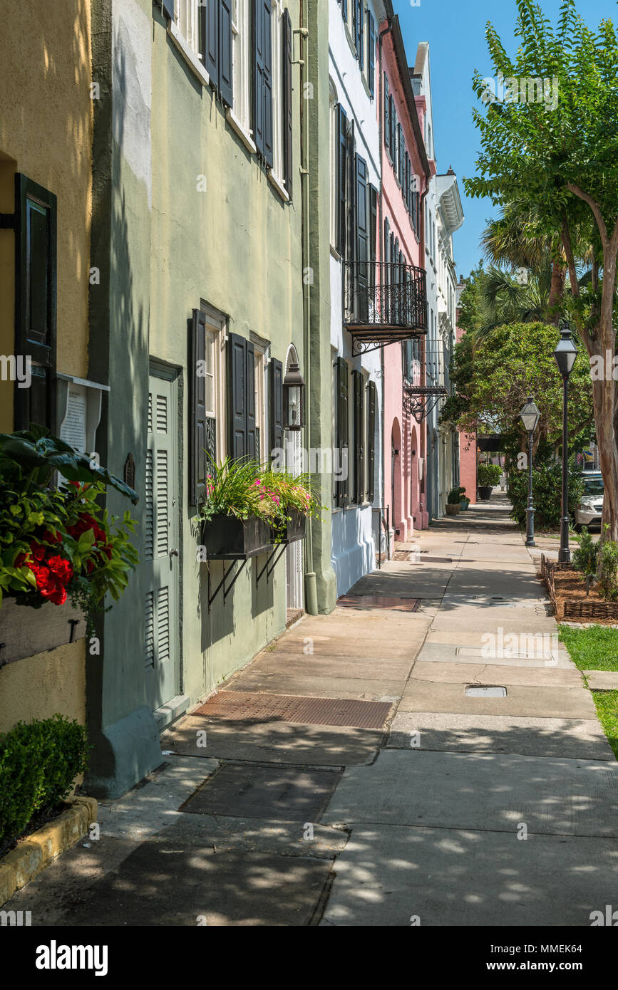 Summer at Rainbow Row - Vertical - Rainbow Row, a series of well-preserved historic Georgian row houses on East Bay street, in Charleston, SC, USA. - Stock Image