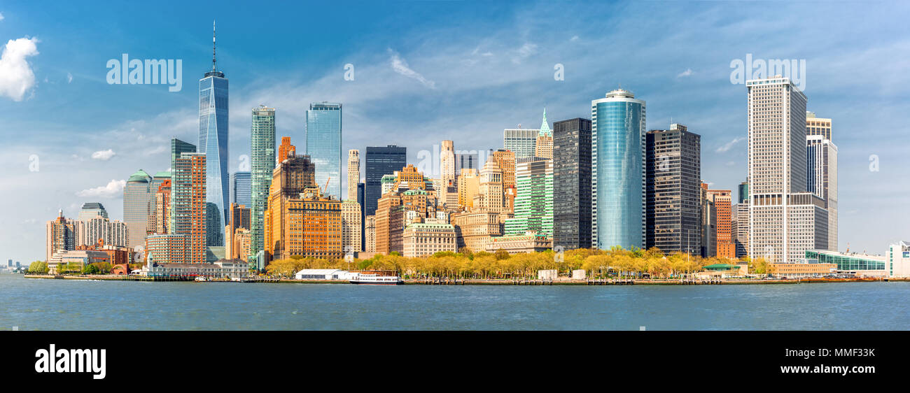 Downtown New York skyline panorama viewed from a boat sailing the Upper Bay - Stock Image