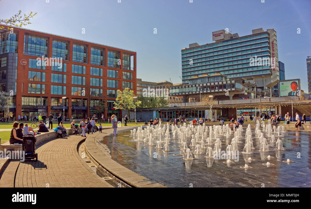 Piccadilly Gardens and fountains in Manchester city centre, Greater Manchester, England, UK. - Stock Image