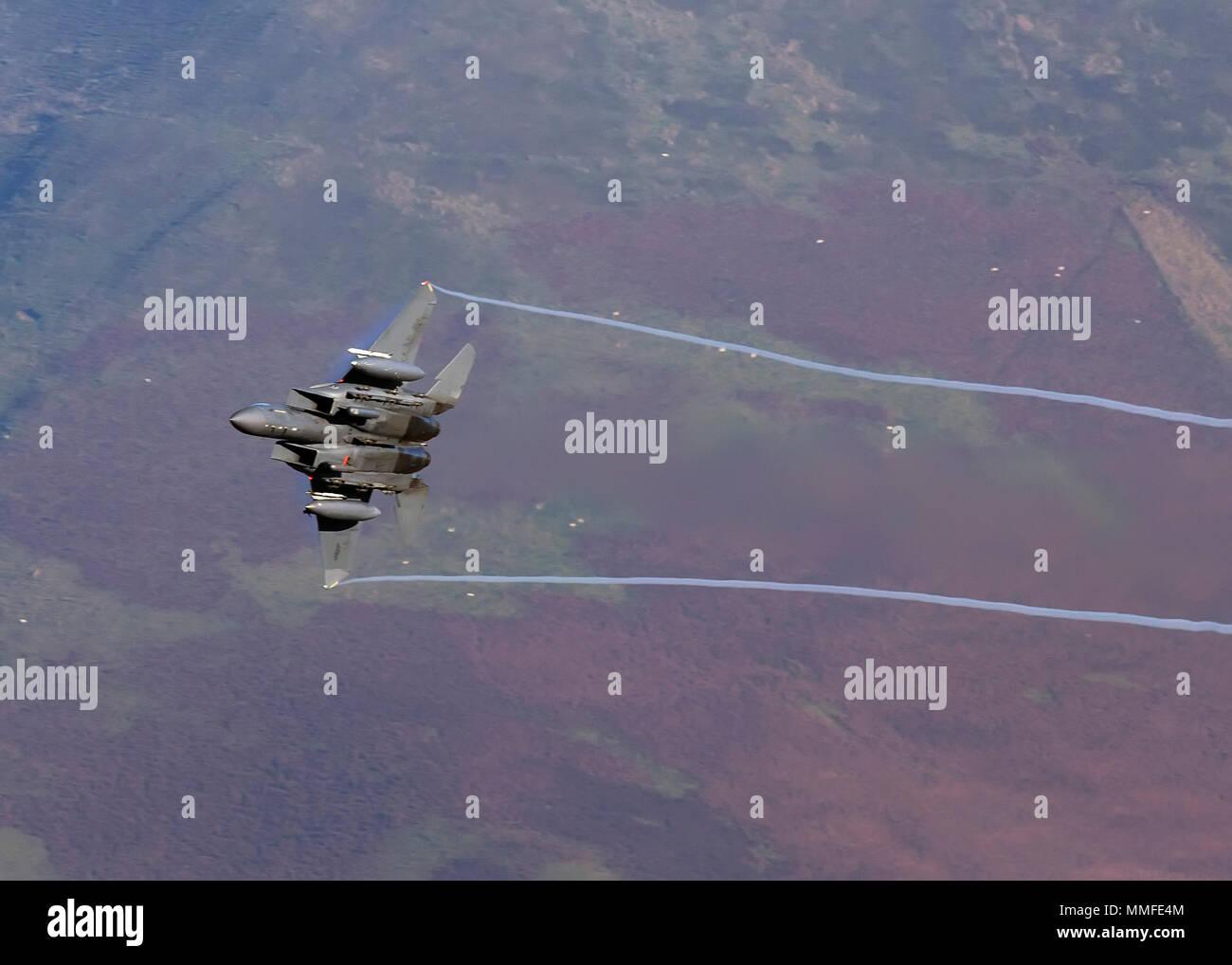 USAF F16 low level - Stock Image