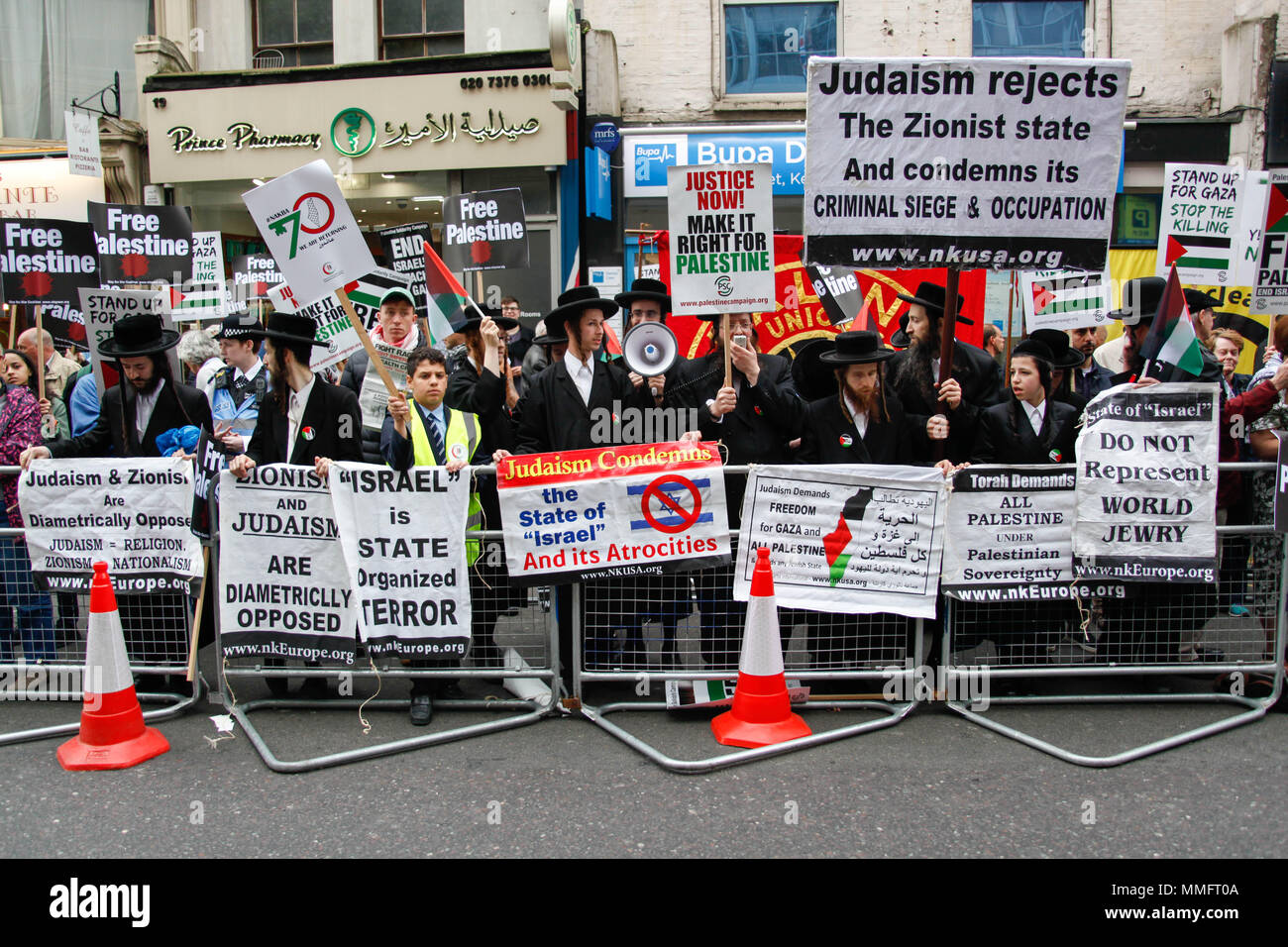 London, UK. 11th May 2018. Hasidic Jews protest the 70th Anniversary of the Nakba Day in London Credit: Alex Cavendish/Alamy Live News - Stock Image