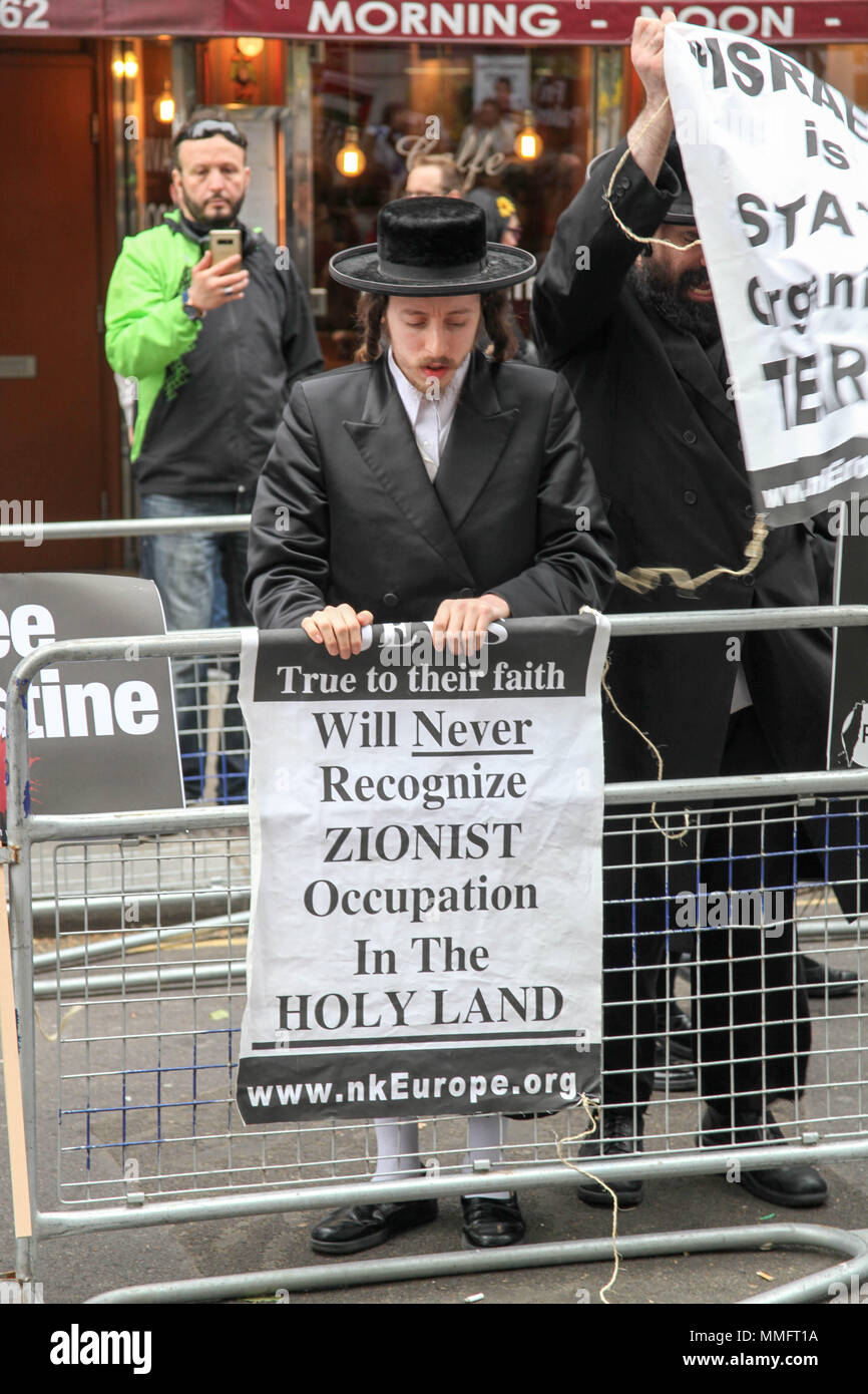 London, UK. 11th May 2018. Hasidic Jew protests the 70th Anniversary of the Nakba Day in London Credit: Alex Cavendish/Alamy Live News - Stock Image