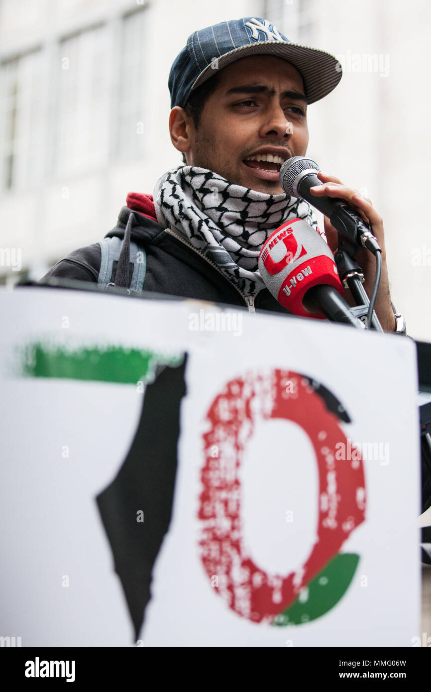 London, UK. 11th May, 2018. An organiser addresses pro-Palestinian activists protesting opposite the Israeli embassy to mark the 70th anniversary of the Nakba and in solidarity with the Great March of Return in Gaza. The protest was organised by Palestine Solidarity Campaign, Friends of Al-Aqsa, Palestinian Forum in Britain and Olive. Credit: Mark Kerrison/Alamy Live News - Stock Image