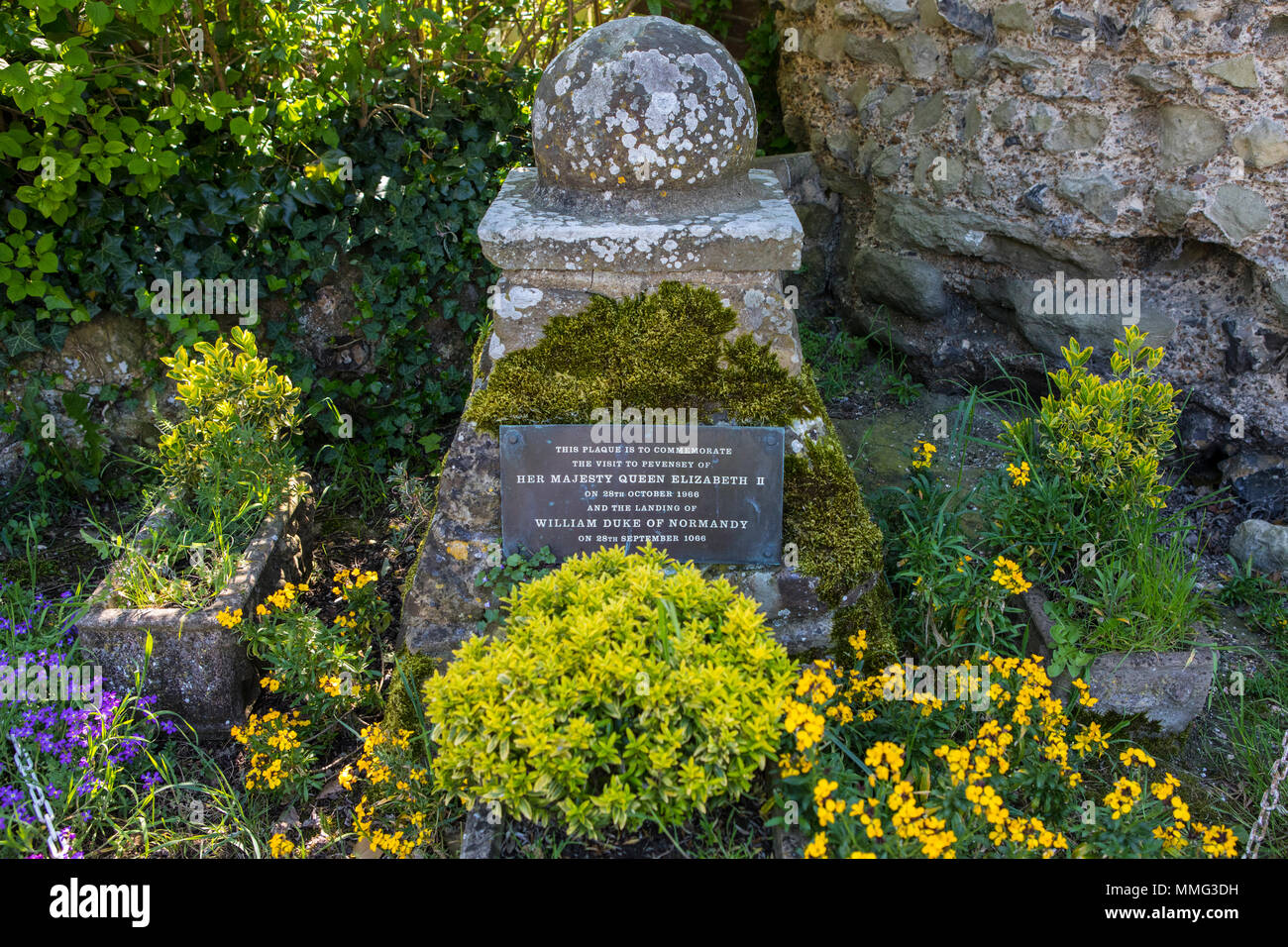 PEVENSEY, UK - MAY 6TH 2018: Plaque in the town of Pevensey to commemorate the landing of William the Conqueror and the visit by Elizabeth II 900 year - Stock Image