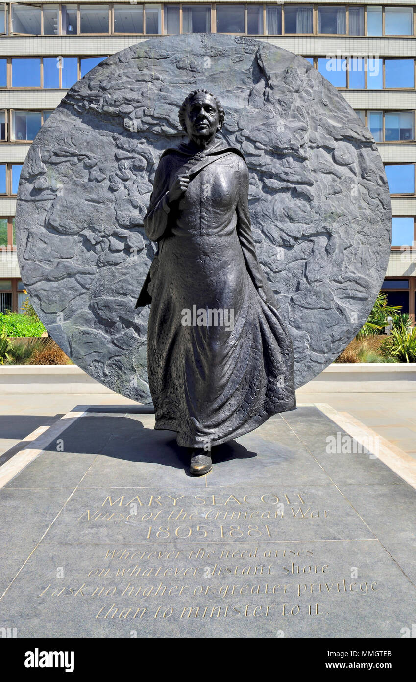 London,England, UK. Memorial to Mary Seacole (Jamaican-born nurse: 1805-1881) in the grounds of St Thomas' Hospital. By Martin Jennings, 2016. - Stock Image