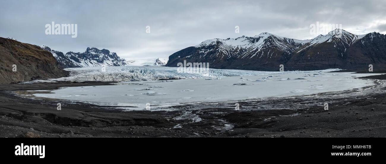 Skaftafell, South Iceland. The glacial lake at the foot of the Skaftafell glacier (Skaftafellsjökull) in the huge Vatnajökull National Park - Stock Image