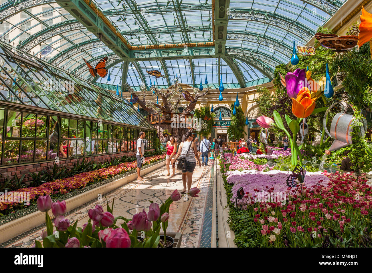 Tourists visiting Bellagio\'s Conservatory & Botanical Gardens in the ...