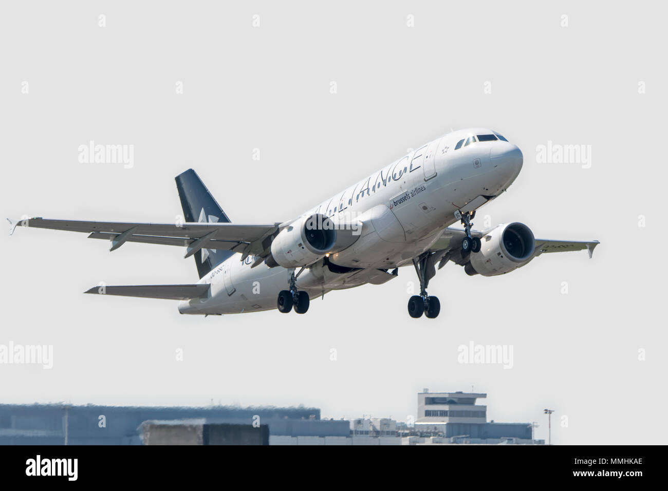 Airbus A319-112, narrow-body, commercial passenger twin-engine jet airliner from Belgian Brussels Airlines in flight - Stock Image